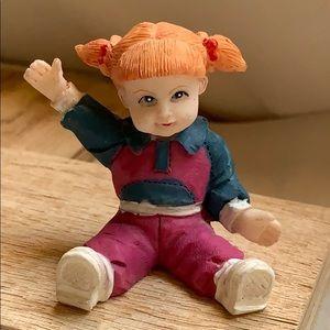 "2"" sitting girl w red head Figurine Cake Topper"